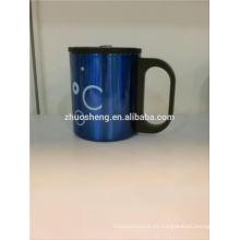 taza de cerámica nueva con mosquetón