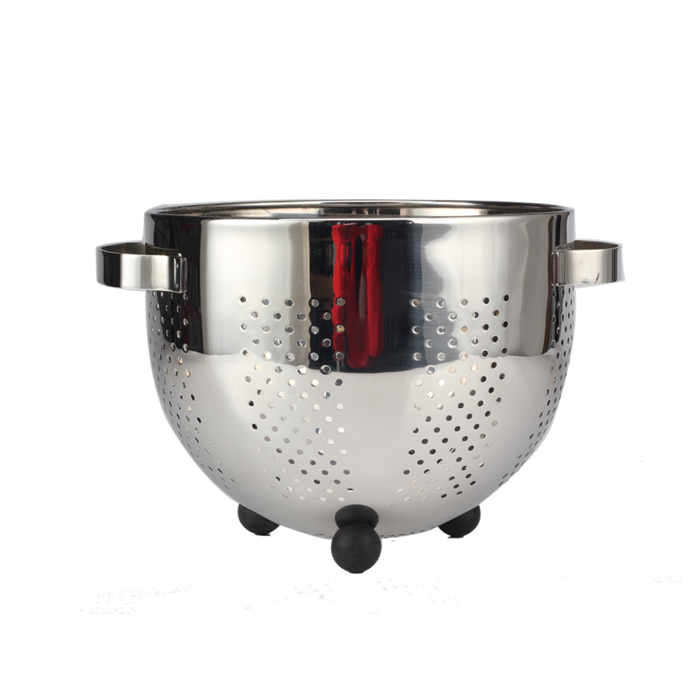 colander with silicone base