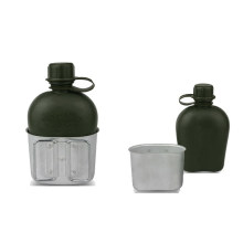 Garrafa de plástico com lata de alumínio