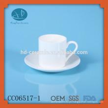 Beber chá xícara e pires, sólido branco cerâmica chá xícara e pires, café e chá xícara com impressão