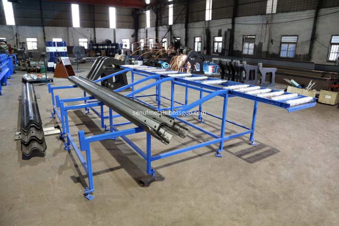 highway guardrail forming machine exit rack