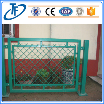 Galvanized then pvc coated crowd control barrier fence