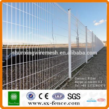 Profesional de fábrica venta directa cerca de malla de alambre para el patio trasero / negro soldada alambre malla de malla de panel