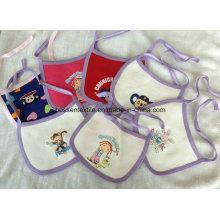 Günstige Großhandel Cartoon Printed Bestickte Baumwollfleece Custom Baby Lätzchen