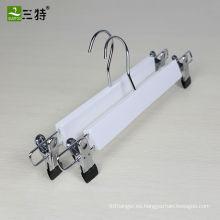 Promoción de 13.5 pulgadas en stock loto blanco perchas falda faldas