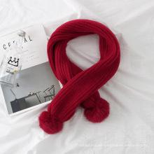 Pañuelo de cuello cálido de invierno de color puro con bufanda de punto de lana pompones de piel sintética