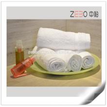 Novo estilo de cetim design personalizado algodão branco comprimido toalhas de hotel