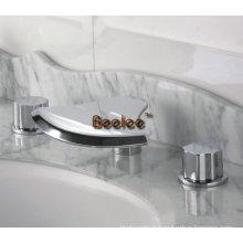 Robinet de lavabo en laiton massif à 3 poignées à deux poignées (Q30013)