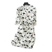 Robe en soie des femmes au-dessus du genou d'impression de cygne / décor de modèle de grue V-cou avec des robes de demi-manches de ceinture