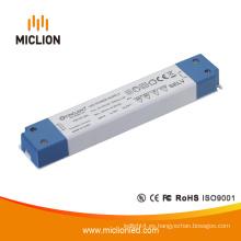 Adaptador de LED de voltaje constante de 15W 12V / 24V