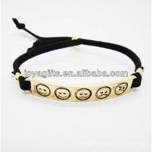 Banhado a ouro liga de cor esculpida phiz símbolo pulseira de couro branco