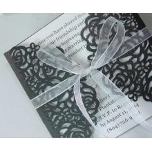 2016 Branco e preto Laser cortou o cartão de convites de casamento para o fornecimento de festa Impressão grátis arco de fita oca ML279