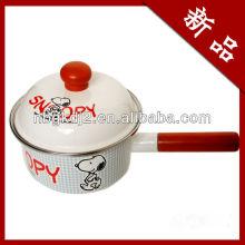 pote de cozinha esmaltado com cabo de madeira