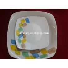 Assiette en céramique de forme carrée pour la nourriture, fruit, casse-croûte