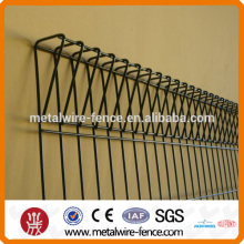 Triangle top wire mesh fence system