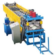 Kappen-Ridge-Rolle, die Maschine bildet