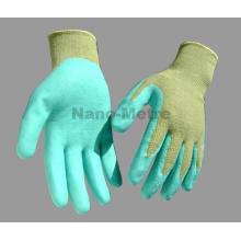 NMSAFETY 13 jauge polyester vert enduit d'eau verte PU sur les gants de palme