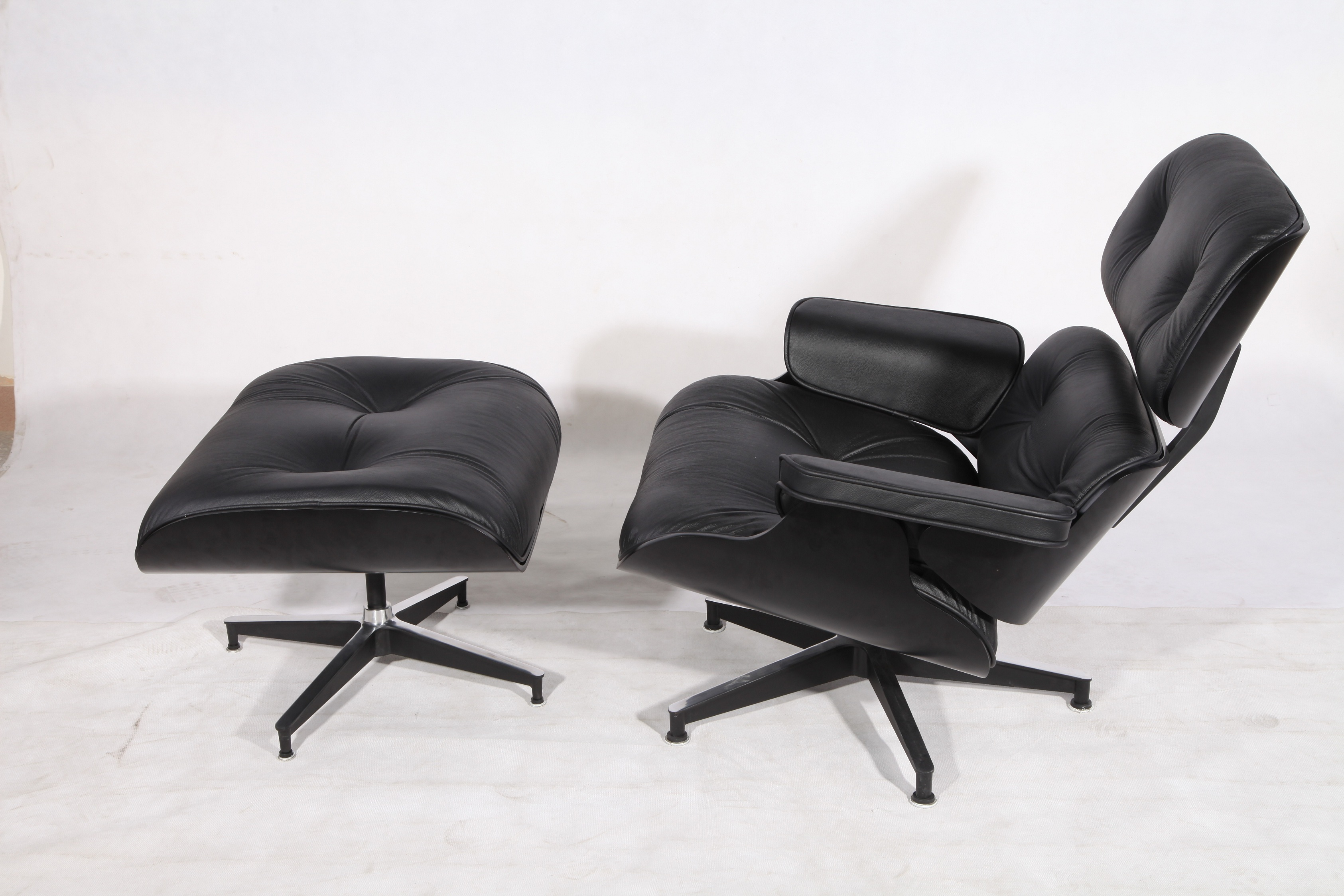 Black Eames Lounge Chair