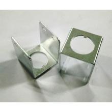 Estampage de pièces de support avec revêtement de zinc