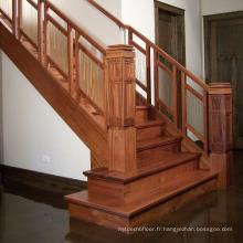 Escalier en bois massif dans les escaliers