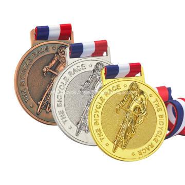 Médaille de marathon de cyclisme pour jeunes adultes Finisher antique