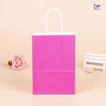 Sacs en papier d'artisanat de couleur simple en gros avec des poignées pour l'empaquetage d'habillement