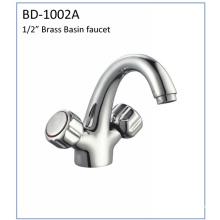 Bd1002A Grifo de lavabo de doble manija de latón