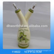 Magnifiques bouteilles de céramique décoratives en vinaigre avec deux capsules