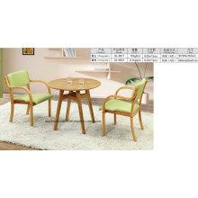 Table et chaise en bois du nord de l'Europe pour le salon