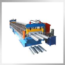 azulejo de piso de acero teniendo máquina formadora de rollos