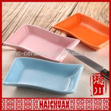 Keramische ovale rote Backware mit Silikon-Deckel Lunch-Box Spind Schüssel Japanische Nudel-Schüssel
