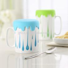 taza de café con tapa de silicona