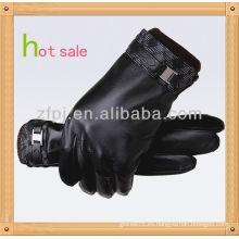 Nuevo estilo, los hombres que usan guantes de cuero de montar