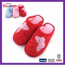 Chinelos interiores de lã vermelha