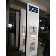 Prateleira de exposição revista do estação de passageiros informações brochura