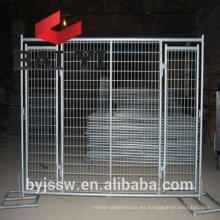 Alambre galvanizado sumergido caliente poste de la cerca de la malla de alambre