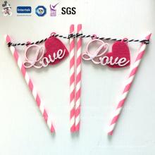 Canudos de papel ambiental com decoração de amor