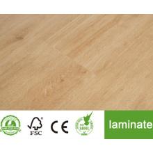Plancher laminé à la recherche de bambou
