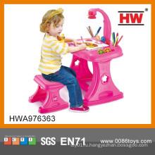 Дешевая пластиковая розовая фантазия 4 в 1 Дети учатся столы и стулья