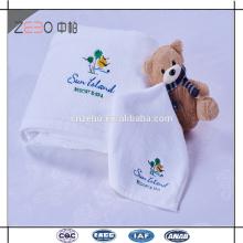 Blanc 32S Épaisseur Serviette de bain en coton Vente en gros Serviette de bain avec broderie