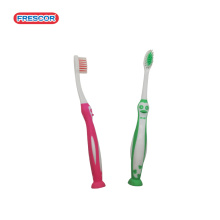 Use un cepillo de dientes de nylon natural