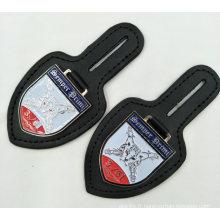 Coût en gros direct usine pour porte-clés en cuir avec badge émail