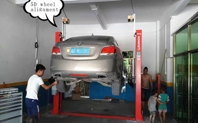 High Tech Wheel Alignment Machine