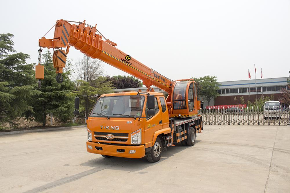 crane truck rent