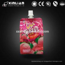 La mayoría del líquido popular se levanta la bolsa con el canalón para el jugo
