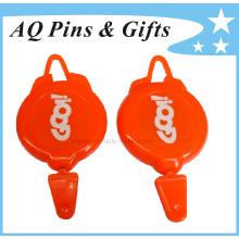 Bobine de badge en plastique rouge avec impression