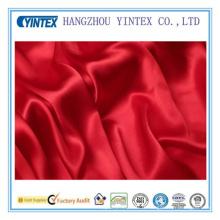 Tissu en mousse rouge et soie Charmuse
