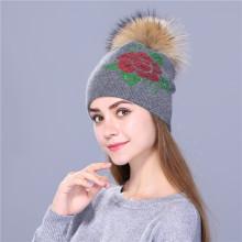 Женская зимняя шапка вязаная женская вышивка пайетками