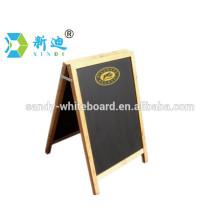 Hölzerne dekorative Tafel mit Standfuß