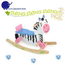 Cavalo de balanço da zebra dos miúdos